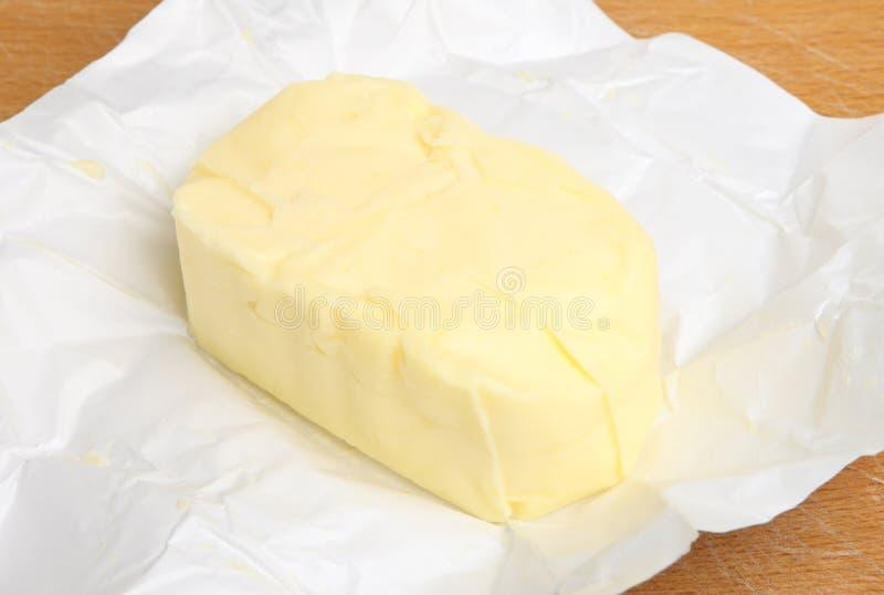 Масло в упаковочной бумаге стоковые изображения rf