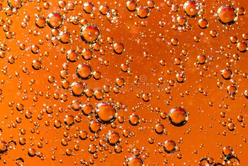 Масло золота на конспекте освещения света воды стоковая фотография