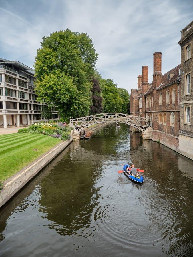 Математический мост через реку Кэм в Кембридже, Англия стоковые изображения rf