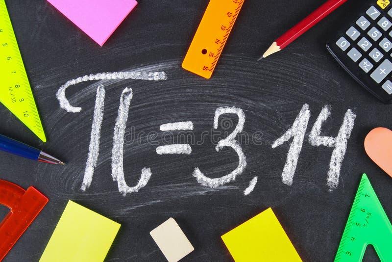 Математически знак или символ для Pi на классн классном стоковое изображение rf