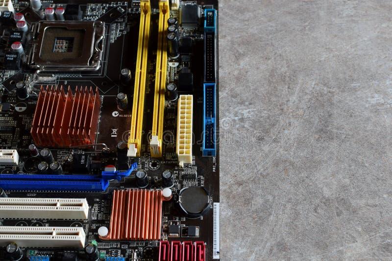 Материнская плата компьютера с компонентами стоковые изображения rf
