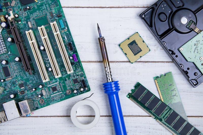 Материнская плата компьютера, части компьютера, жёсткий диск, Ram и equipme стоковые изображения