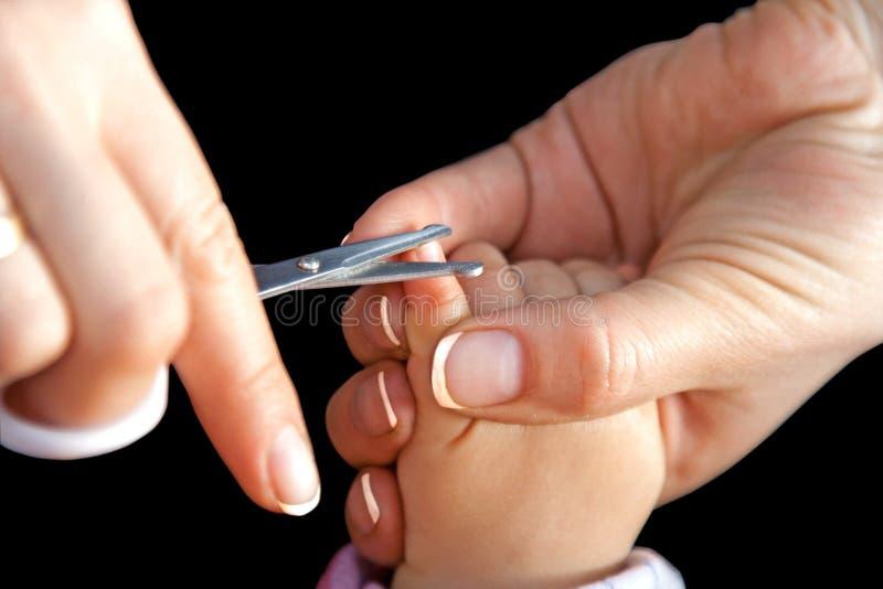 мать вырезывания пригвождает ножницы стоковые фотографии rf