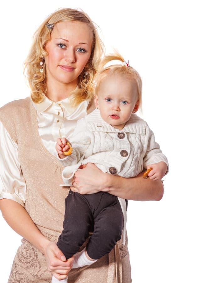 Мать держа дочь стоковые изображения rf
