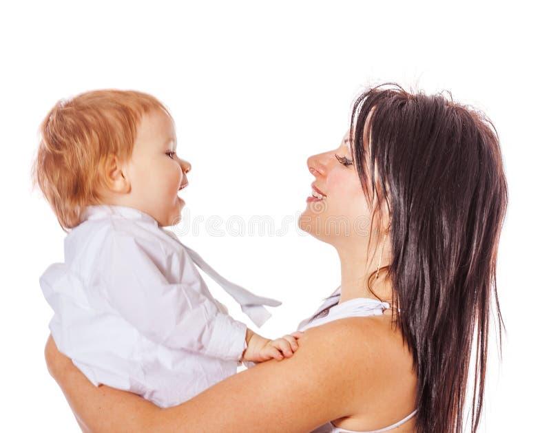 Мать держа сынка стоковое изображение rf