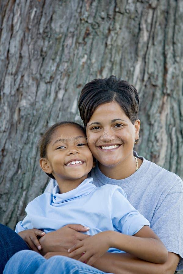 Download мать дочи стоковое фото. изображение насчитывающей девушки - 6852646