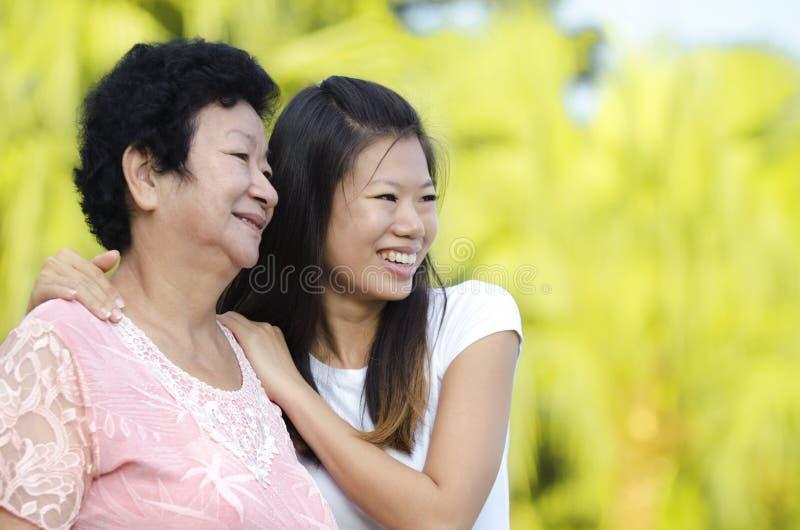 Мать & дочь стоковые фото