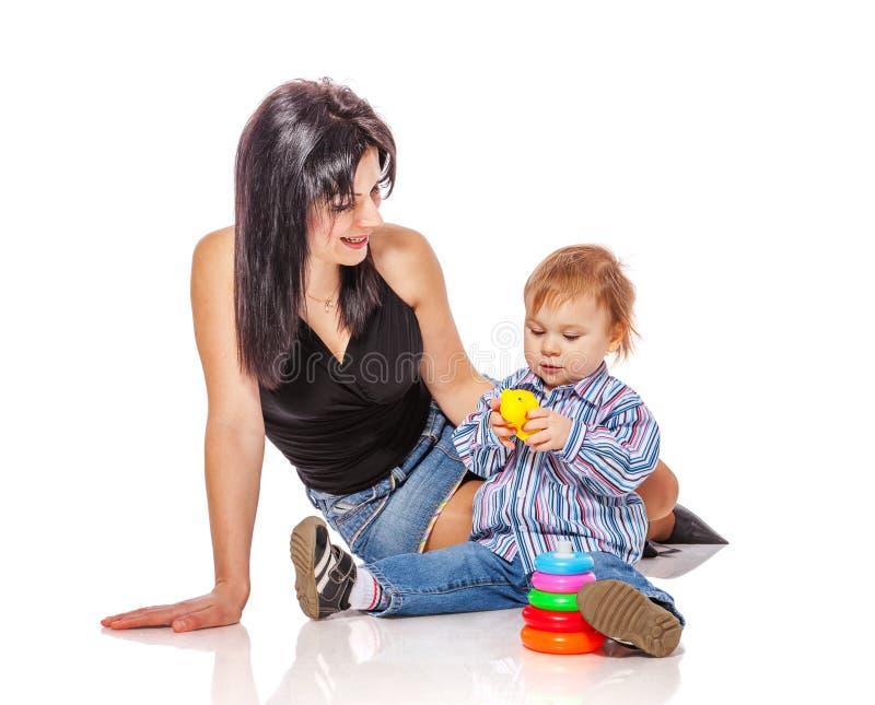 Мать играя с сынком стоковые изображения