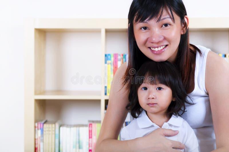 Мать и дочь. стоковая фотография