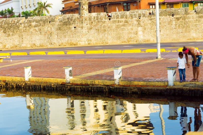 Мать и ребенок в Cartagena стоковая фотография rf