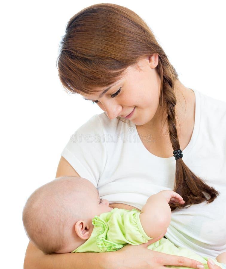 Мать кормя грудью и обнимая ее младенца стоковая фотография rf