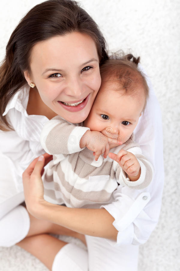 мать красивейшей девушки младенца счастливая стоковые фотографии rf