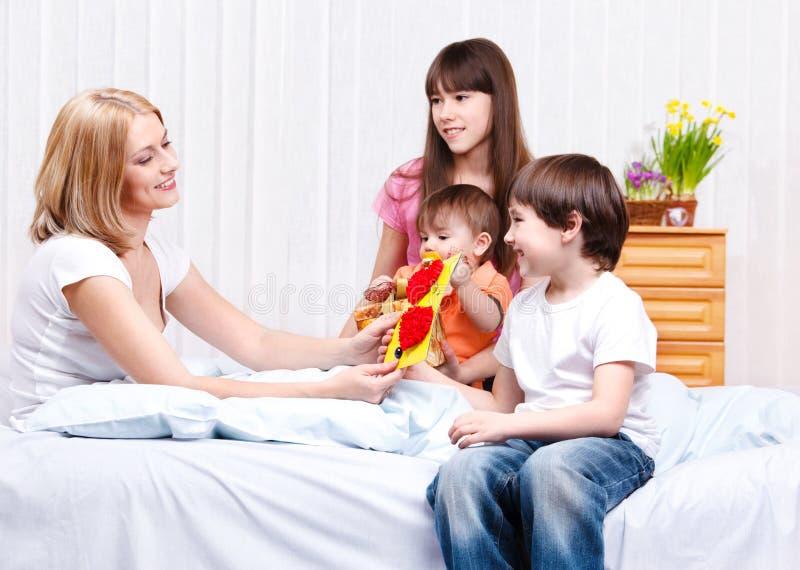 мать малышей стоковые изображения rf