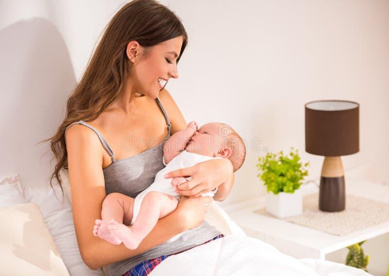 мать младенца стоковое изображение
