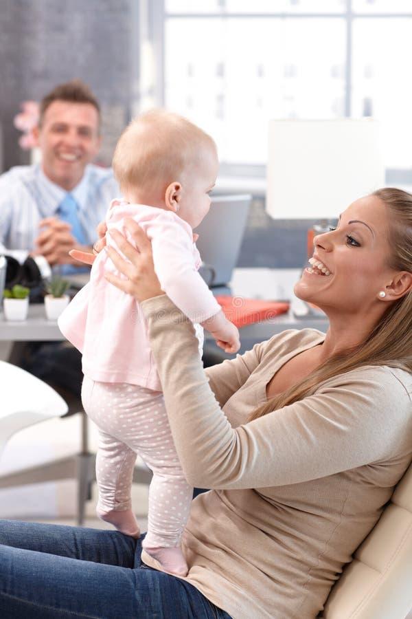 мать дочи счастливая маленькая стоковые фотографии rf
