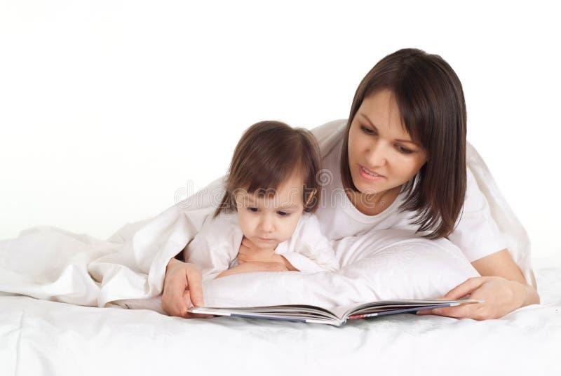 Мать с ее дочерью стоковые изображения