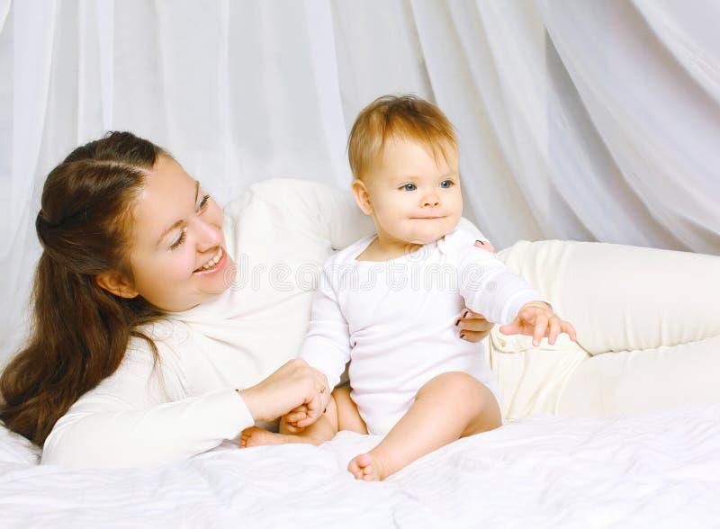 Мать с младенцем совместно стоковая фотография rf