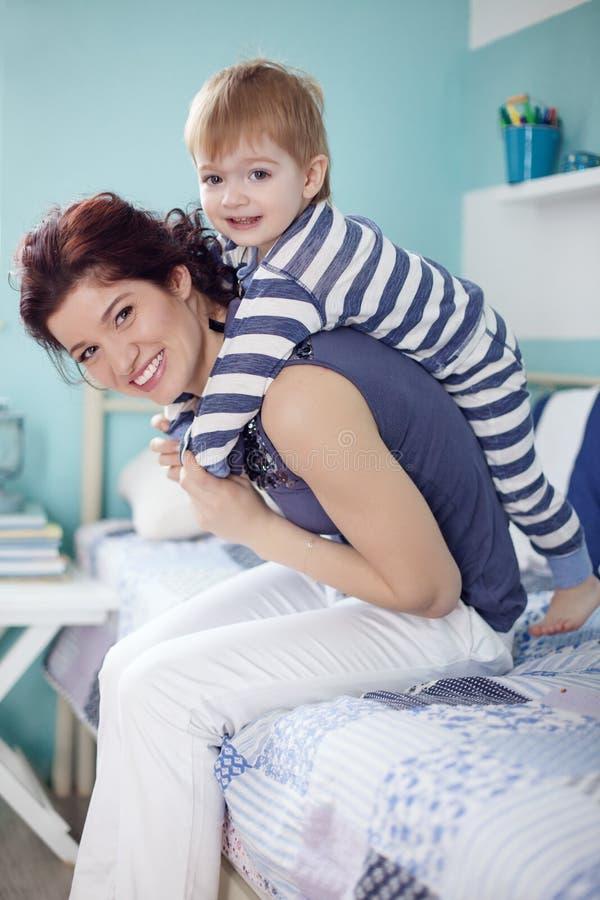 Мать с ребенком стоковое изображение rf