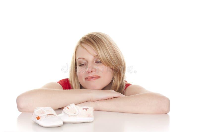 мать s bootees младенца стоковые фотографии rf