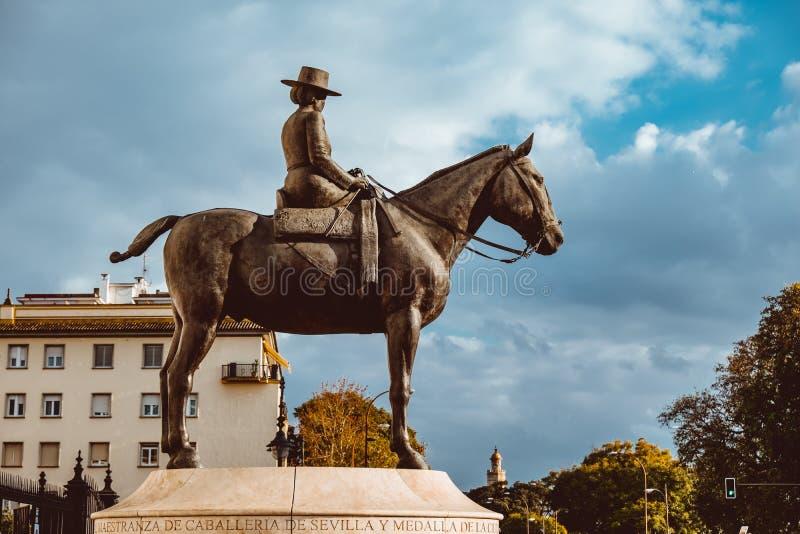 Мать Senora Condesa de Барселоны Augusta Ла Juan Carlos i Конноспортивная статуя стоковое изображение rf