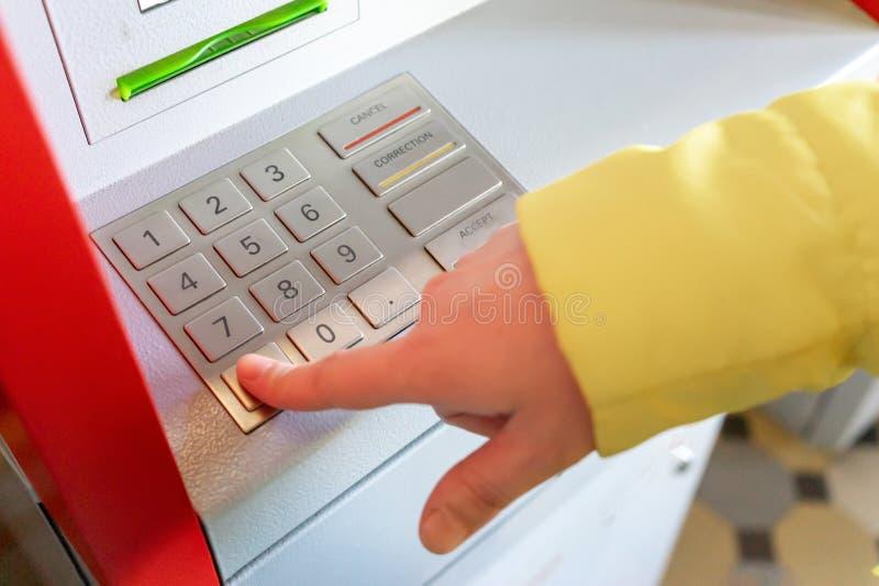 Машина билета Ручной набирая код стоковое изображение rf