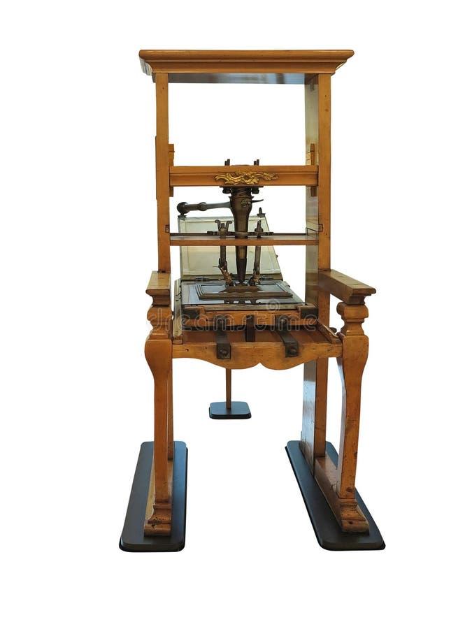 Машина винтажного старого печатания letterpress ручная изолированная на белой предпосылке стоковая фотография rf