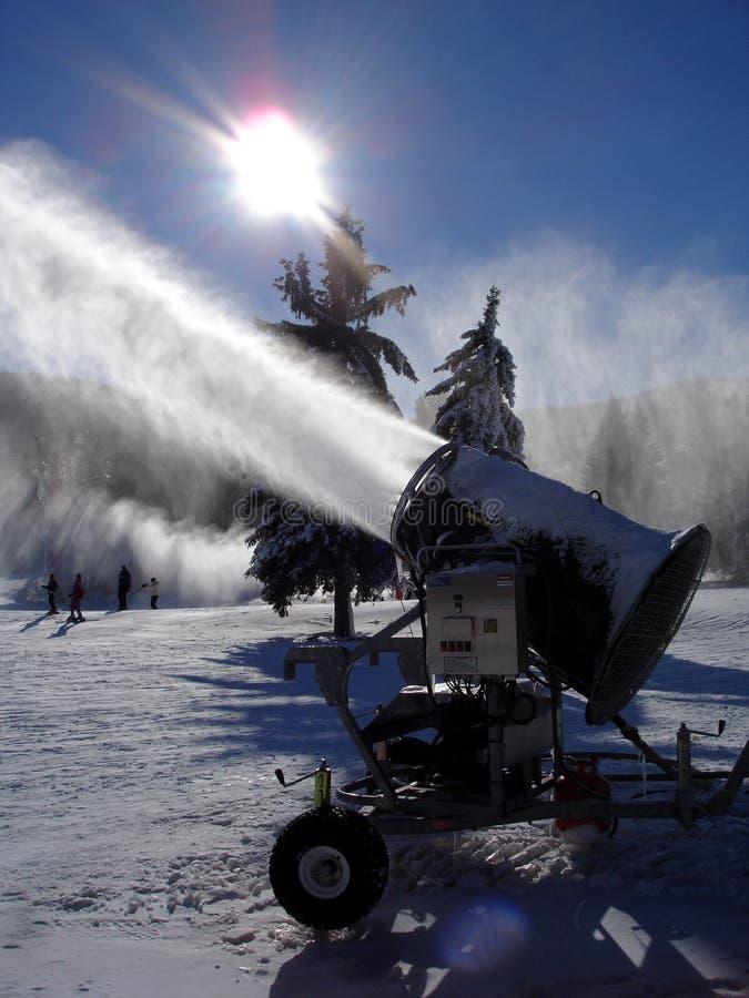машина действия snowmaking стоковые фотографии rf