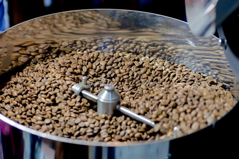 Машина жарки кофе стоковые изображения