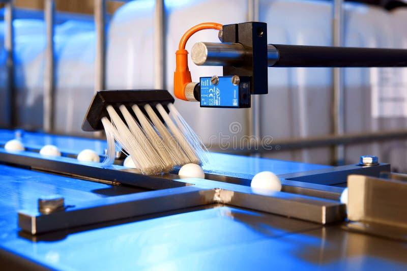 машина завалки фабрики чистки стоковые изображения rf