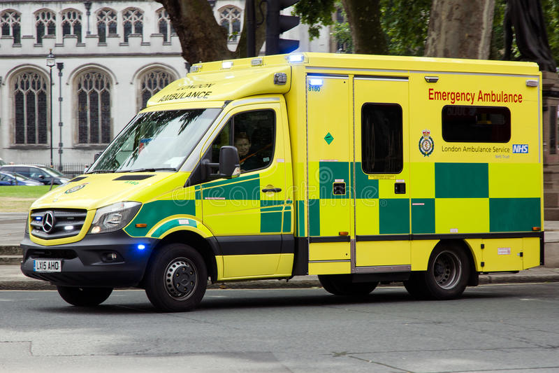 Машина скорой помощи Лондона стоковые фотографии rf