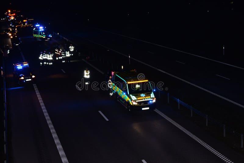 Машина скорой помощи на сцене аварии стоковое фото