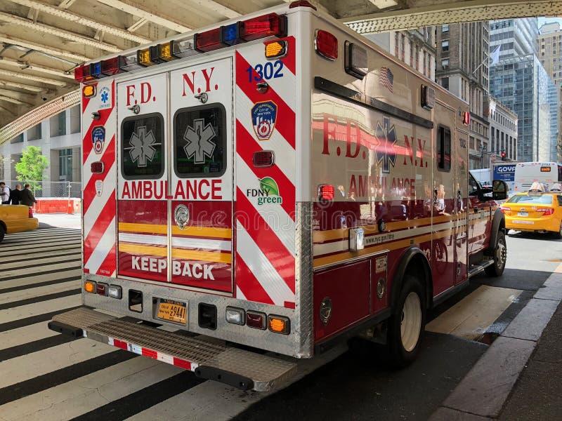 Машина скорой помощи Нью-Йорка отделения пожарной охраны Нью-Йорка стоковая фотография