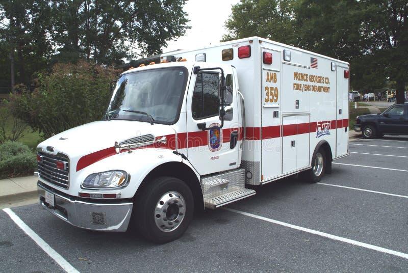 Машина скорой помощи Prince George's County готовя в парковке стоковое изображение