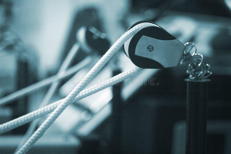 Машина спортзала фитнеса тренировки Pilates в оздоровительном клубе стоковые фотографии rf