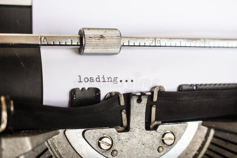 Машинка показывая страницу загрузки стоковое изображение