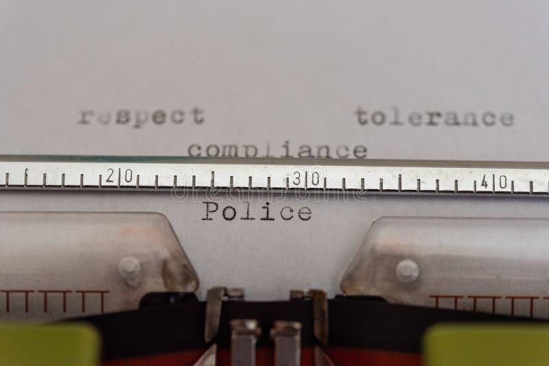 Машинка с лист и уважением слов, допуском, соответствием и полицией стоковые фотографии rf