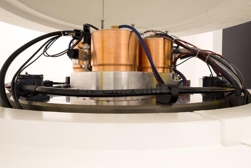 Машинное оборудование циклотрона для синтеза радионуклидов и продукции изотопа стоковая фотография