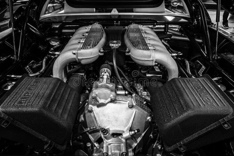 Машинный отсек автомобиля спорт Феррари 512 TR, 1994 стоковое изображение rf