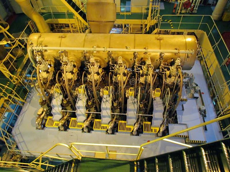 Машинный отсек нефтяного танкера Взгляд двигателя дизеля стоковые изображения