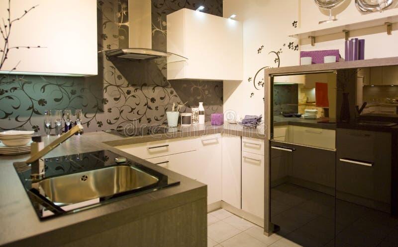 маштаб 15 кухонь самомоднейший новый стоковая фотография rf