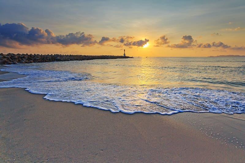 Маяк во время восхода солнца стоковое изображение rf