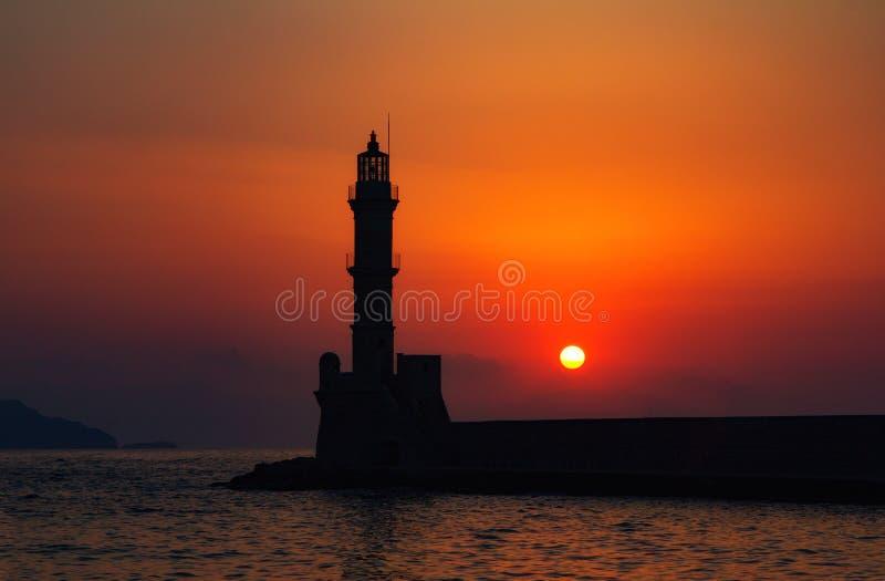 Маяк и залив Chania на заходе солнца, Крит, Греция стоковая фотография rf