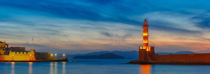 Маяк на заходе солнца, Chania, Крит, Греция стоковое изображение
