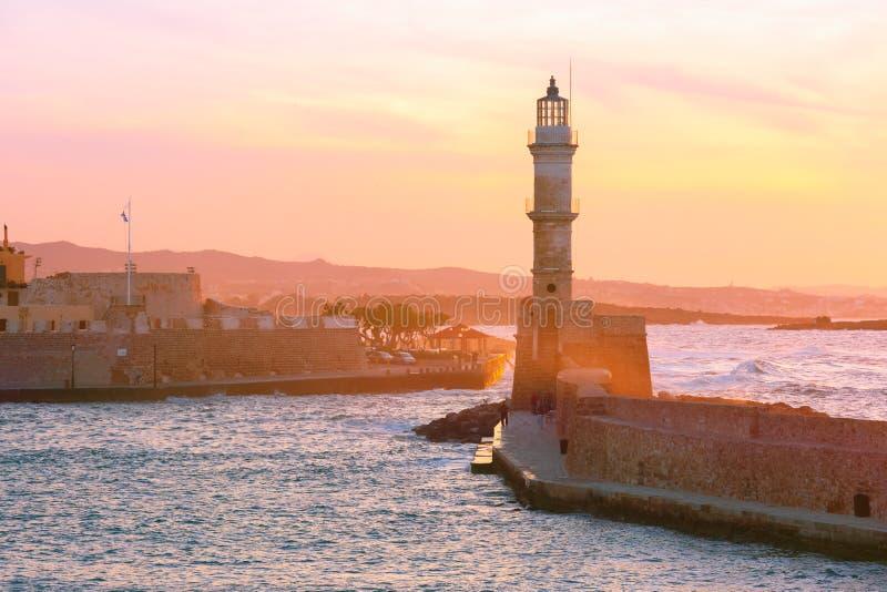 Маяк на заходе солнца, Chania, Крит, Греция стоковое изображение rf