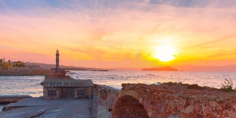 Маяк на заходе солнца, Chania, Крит, Греция стоковые фотографии rf