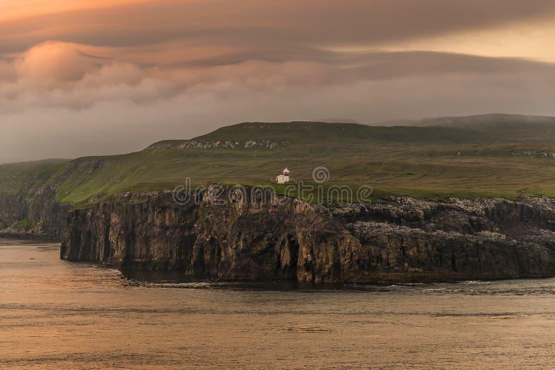 Маяк на красивых Фарерских островах, временя стоковое фото rf