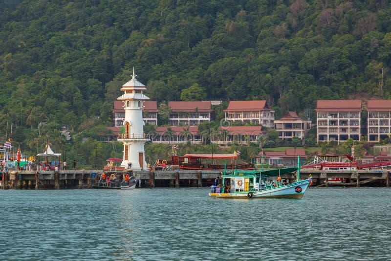 Маяк на пристани на острове Chang Koh стоковое изображение rf