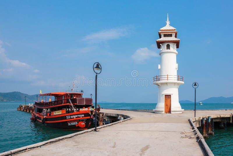 Маяк на пристани Bao челки на острове Chang Koh в Таиланде стоковые изображения