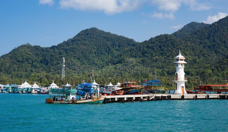 Маяк на пристани Bao челки на острове Chang Koh в Таиланде стоковые фотографии rf