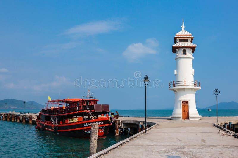 Маяк на пристани Bao челки на острове Chang Koh в Таиланде стоковые фото